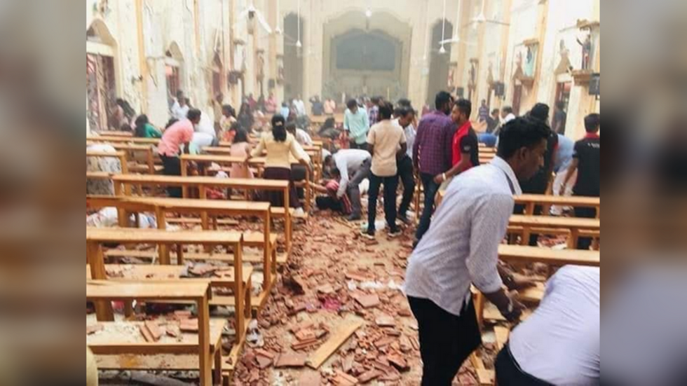 斯里蘭卡首都可倫坡的聖安東尼教堂21日遭到炸彈攻擊,目擊者將爆炸現場上傳至IG。...