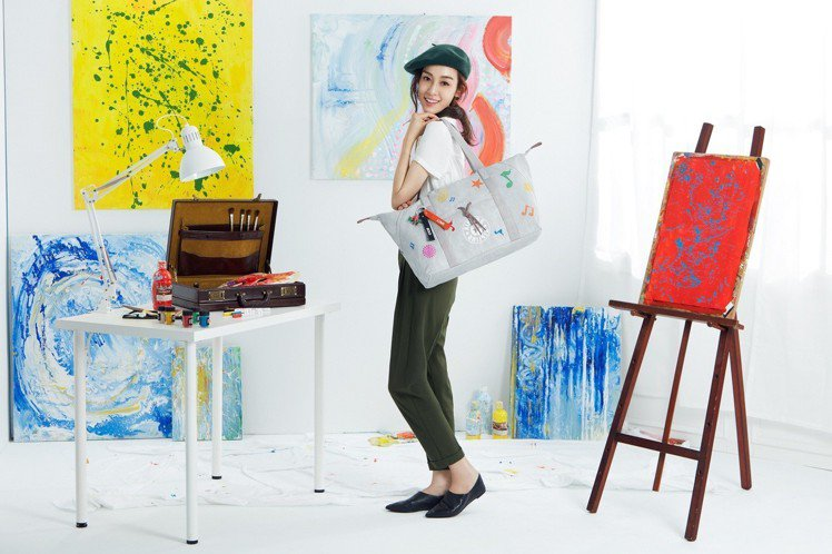 Blank Canvas系列把包包當畫布,鼓勵大家發揮創意。圖/Kipling提...