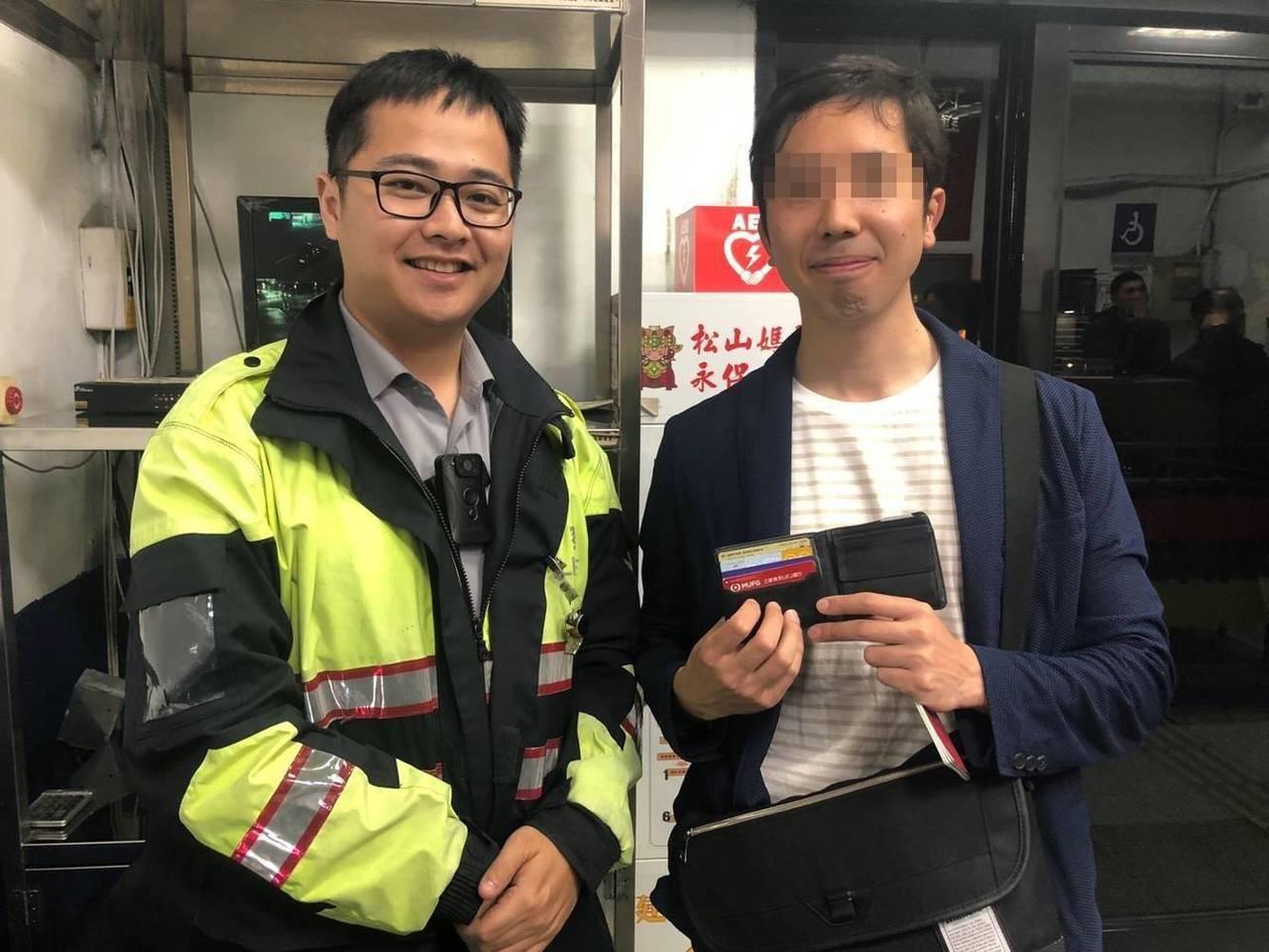 日籍旅客落合說,早就聽說台灣處處充滿人情味,這次遺失皮夾更讓他感受到台灣人民的善...