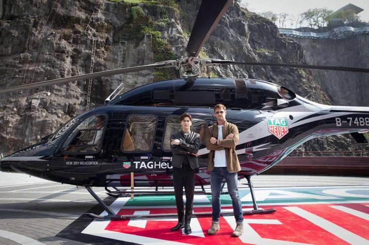 男星李易峰(左)跟克里斯漢斯沃一同演繹泰格豪雅Autavia系列腕表。圖/讀者提...