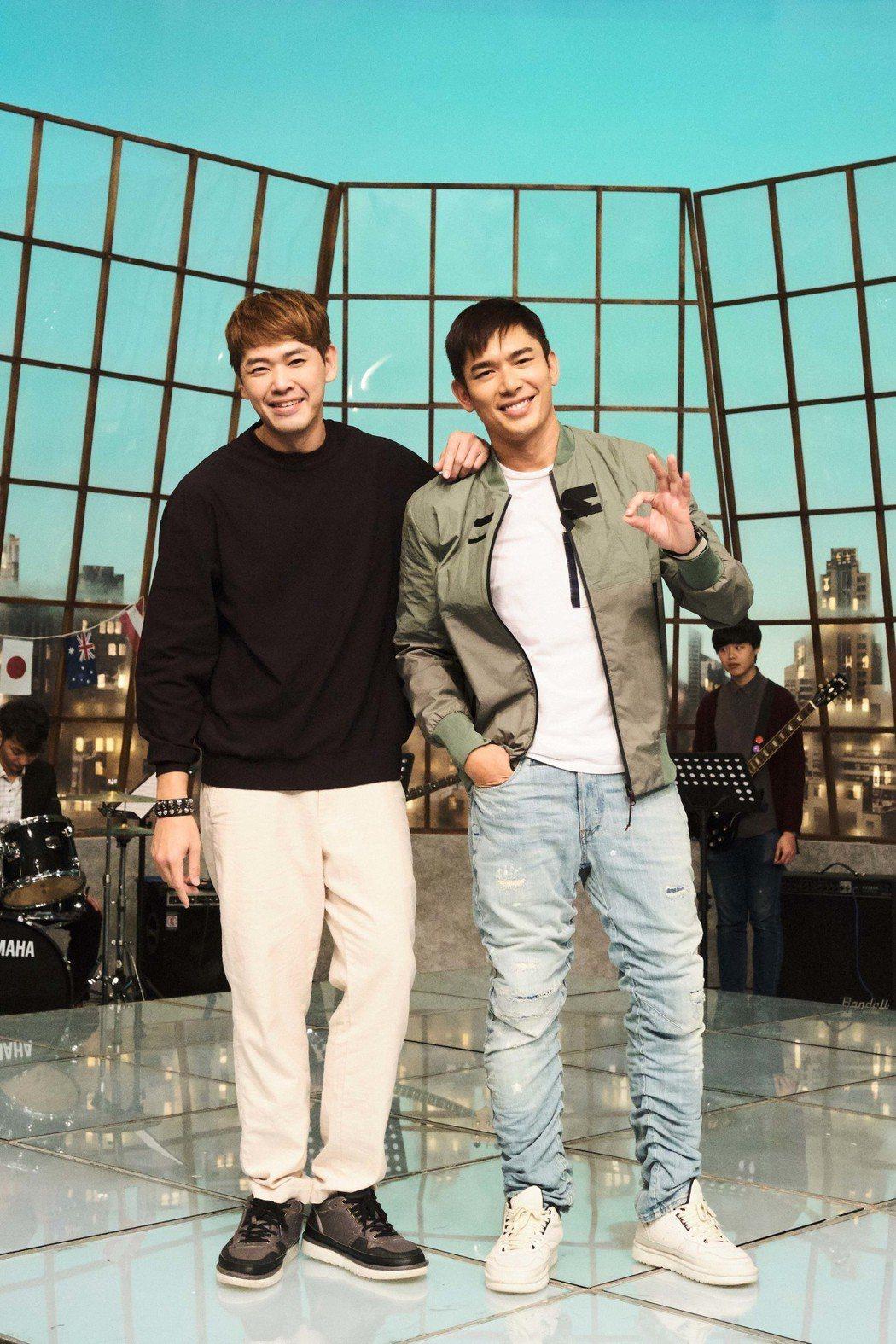 陳羅密歐(左)與黃俊雄在新加坡都有高人氣。圖/拙八郎提供