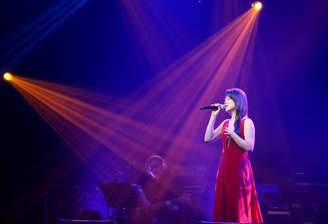 曹雅雯在信義劇場Legacy Max舉辦演唱會。記者余承翰/攝影