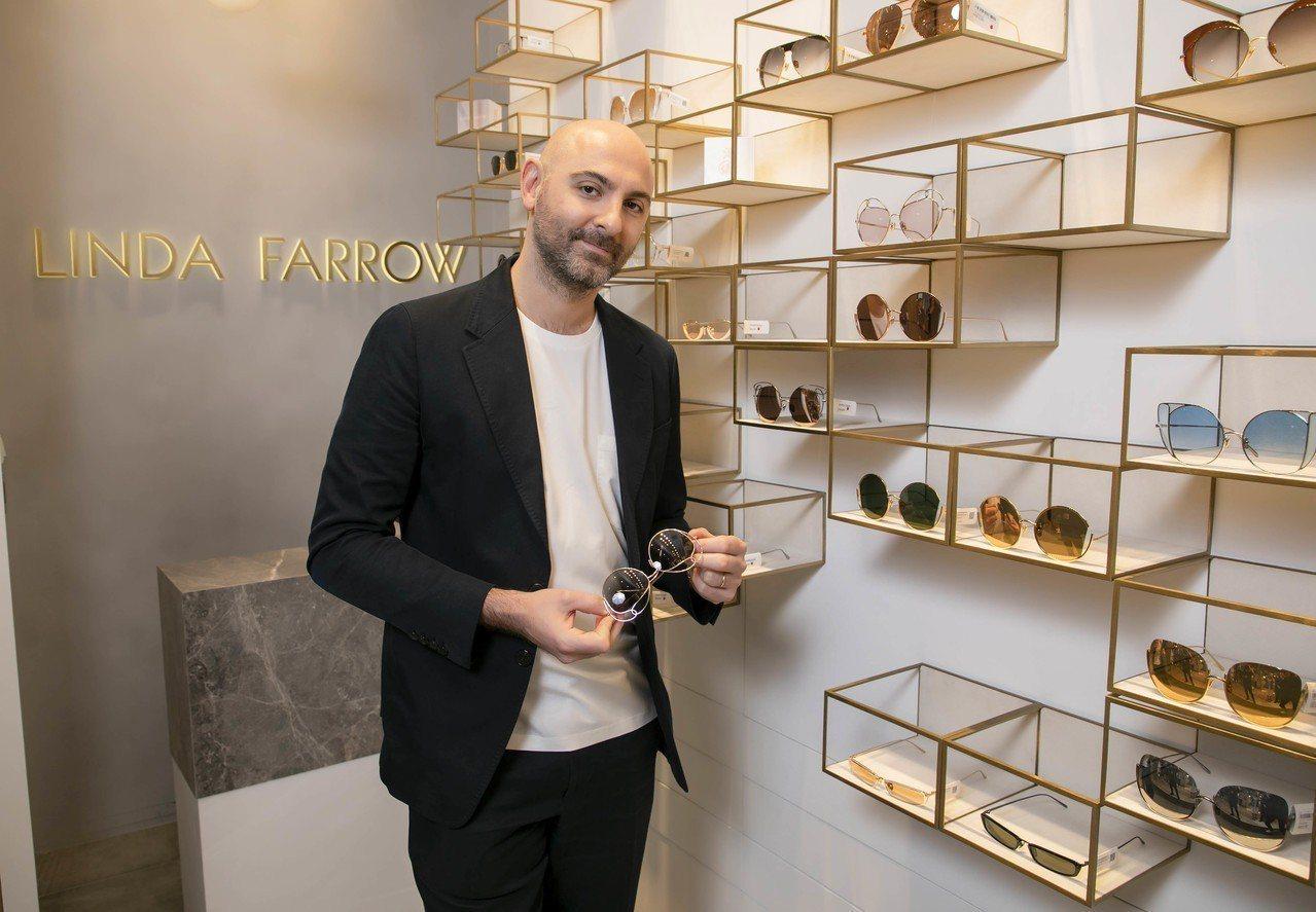 Linda Farrow品牌執行長暨設計總監Simon Jablon親自來台,為...
