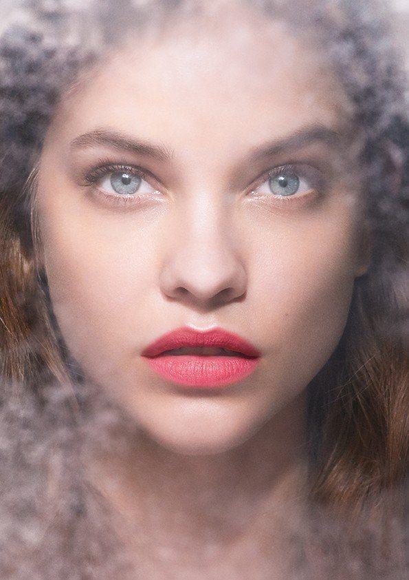 「訂製雪霧粉色」中含有雪霧顯白因子,任何膚色的人,擦上去都顯白。圖/亞曼尼提供
