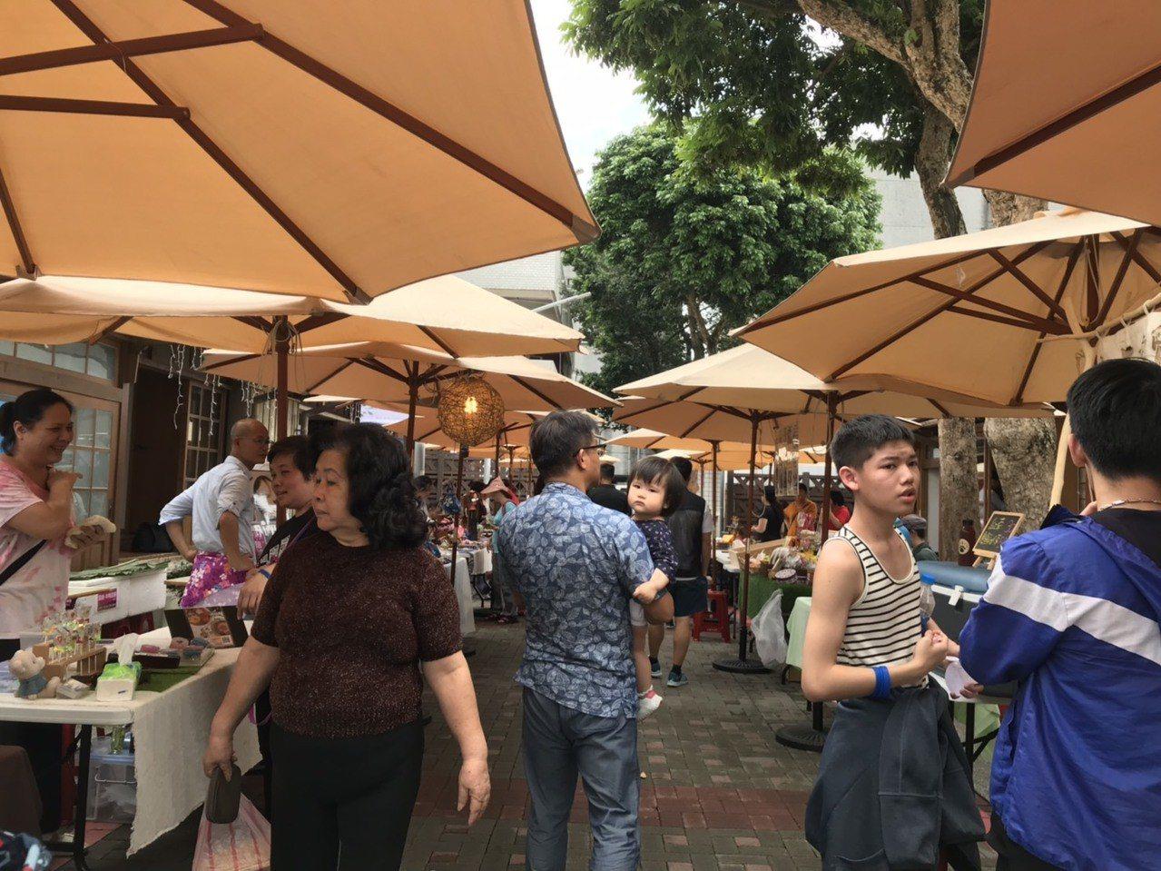 洄瀾桐花祭今天封街,讓民眾體驗客庄之美。記者王思慧/攝影