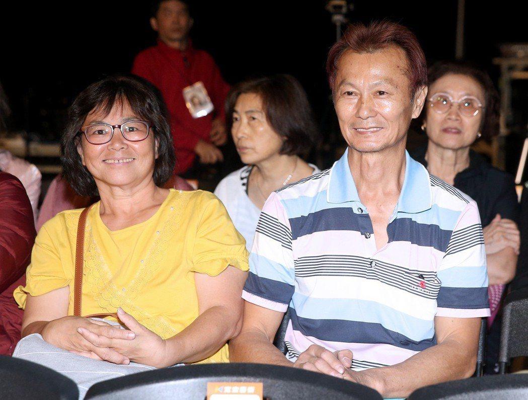 曹雅雯的爸爸(前排右)、媽媽(前排左)北上觀賞。記者余承翰/攝影