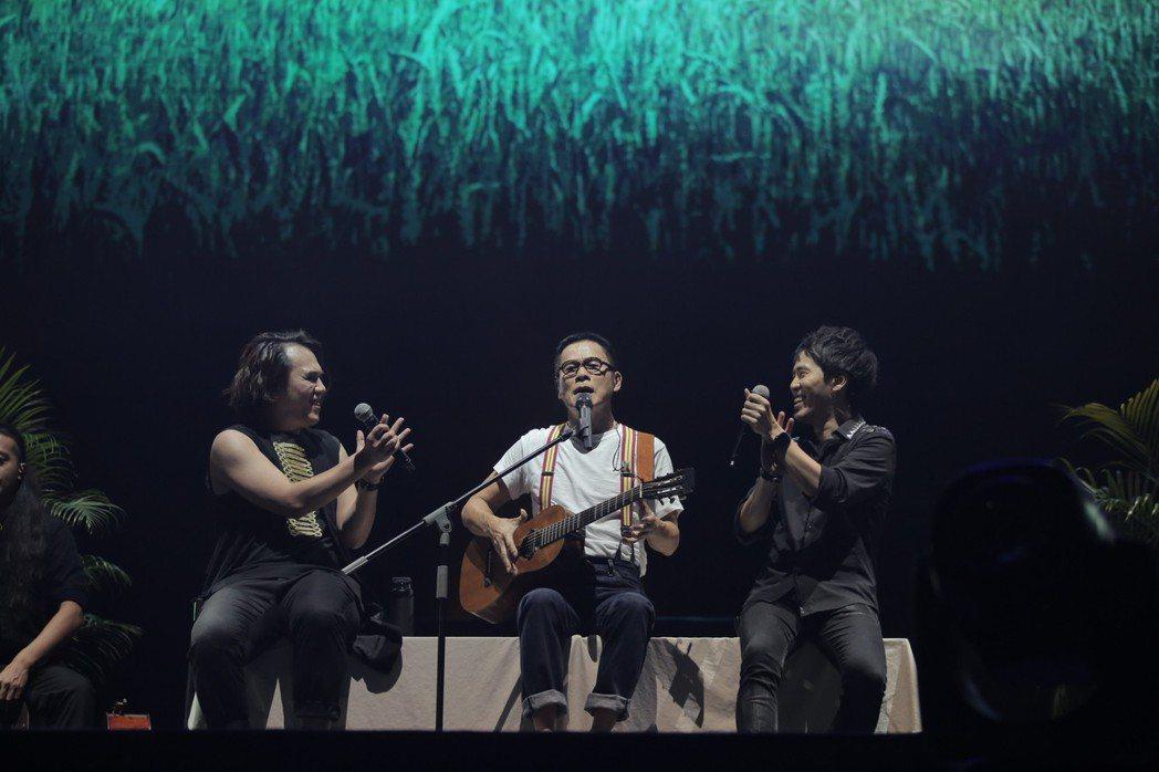 羅大佑(中)在大馬舉辦演唱會。圖/種子音樂提供