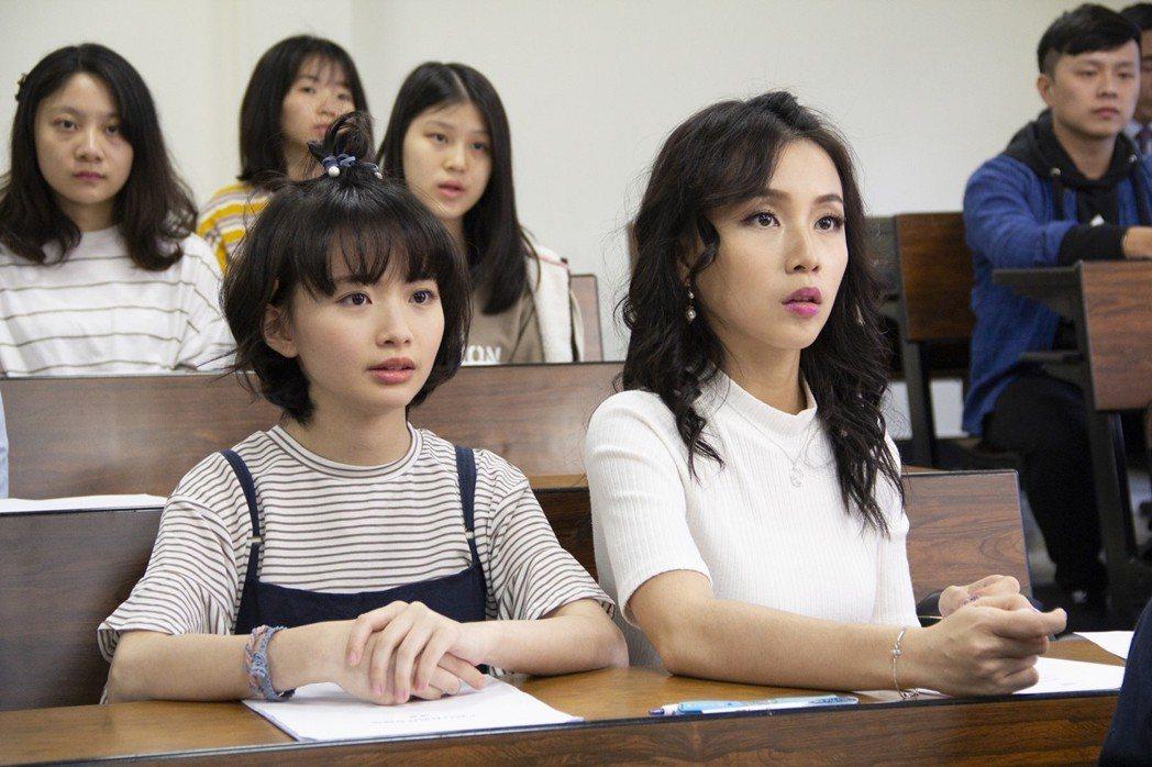 詹宛儒(左起)白欣平演出「我的阿北同學」。圖/華視提供