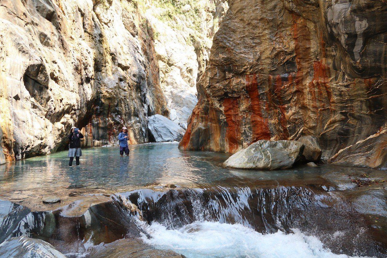 屏東縣霧台灣大武部落的哈尤溪秘境是枯水期限定美景。圖/本報資料照