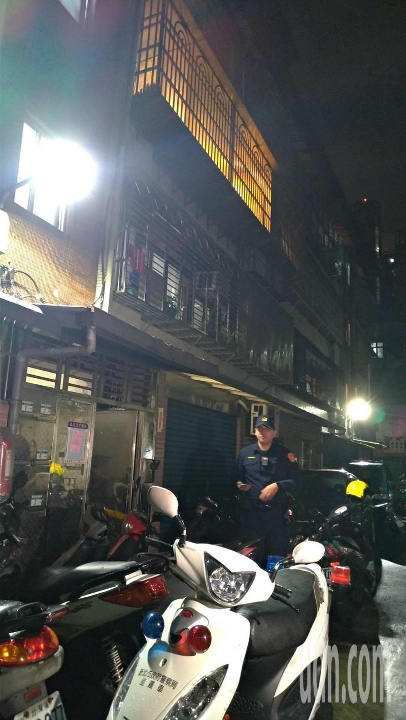 警方在命案現場採證。記者林昭彰/攝影