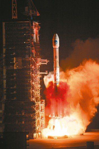 中國大陸順利發射第44顆北斗衛星。 (新華社)