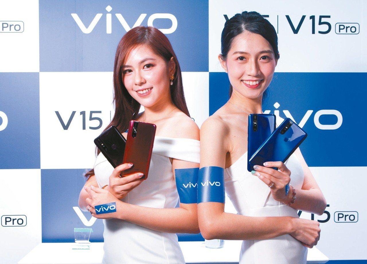 vivo V15建議售價10,990元搭配台灣大哥大指定專案手機0元起。vivo...