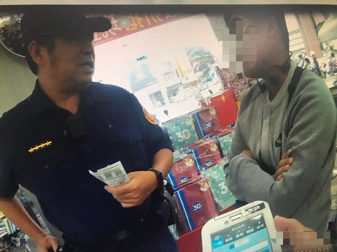 陳姓男子到超適要購買2萬5千元遊戲點數,員警到場了解遭到「假援交真詐財」詐騙,及...