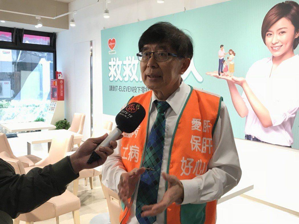 健保署長李伯璋表示,將跟牙科醫學會與醫師公會等單位合作,請求牙科診所在消毒相關器...