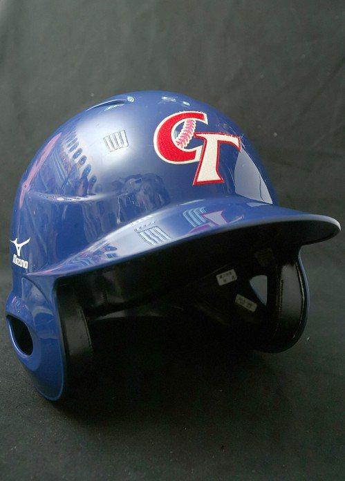 中華棒球協會開發商標產值,印有「CT」兩字的相闗商品已成經典,目前使用的圖案從2...