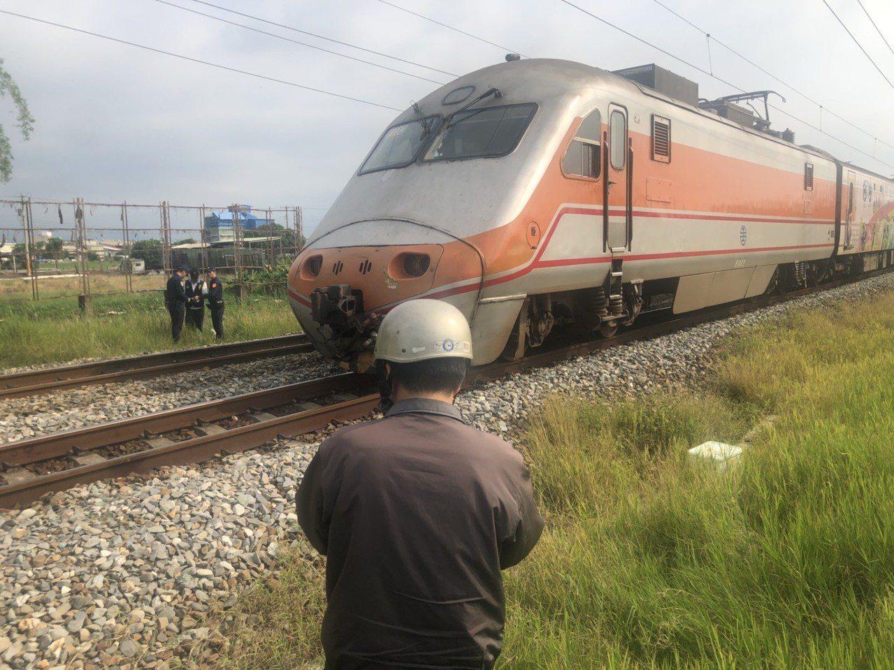 台鐵一輛列車今天下午發生撞擊死亡案。 記者李承穎/攝影