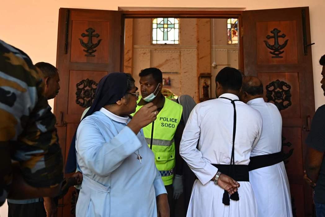 斯里蘭卡3間教堂在21日復活節星期日遭炸彈攻擊。(法新社)