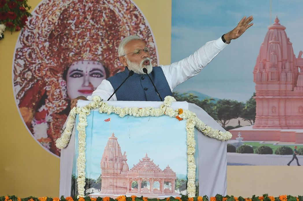 印度總理莫迪在大選前參加一場印度教活動。(法新社)