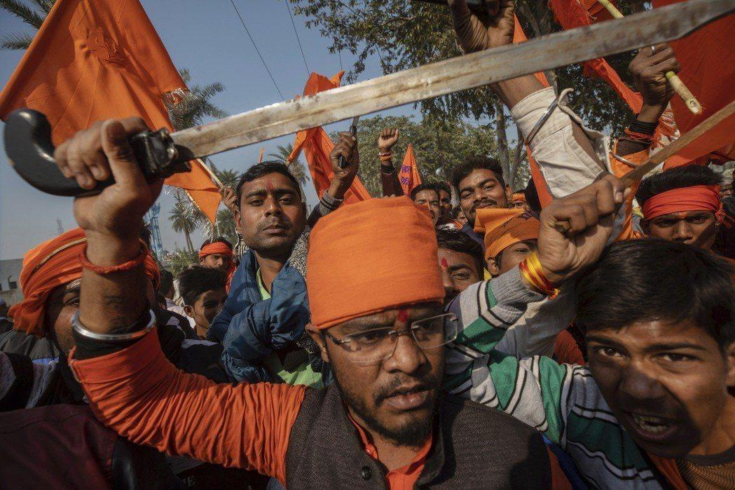 自莫迪上台後,印度教民族主義氣燄高張,對弱勢宗教群體多所欺壓。(美聯社)