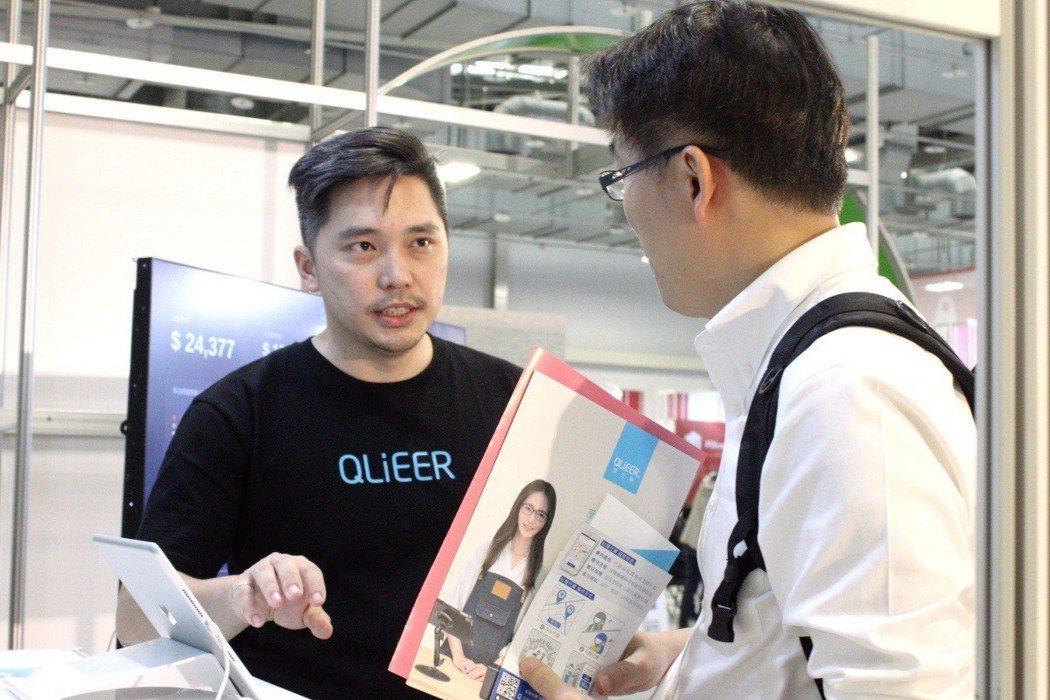執行長盧俊揚(左)以雲端POS為核心打造多項產品,致力創造智慧店鋪未來商務應用的...