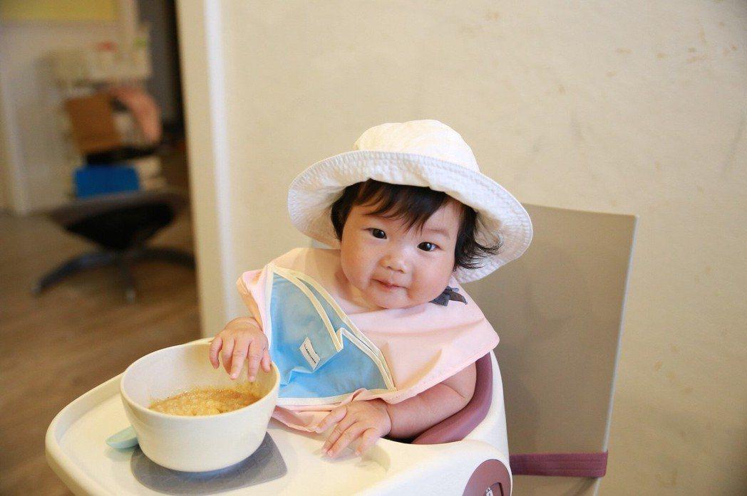 台灣少子化來臨,在「精養」小孩觀念之下,市場戰線拉長讓副食品、兒童餐具、功能性圍...