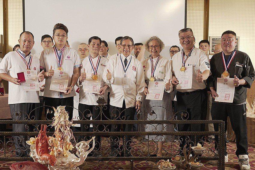 中華日式料理發展協會頒獎給參加金賞展的店家。 中華日式料理發展協會/提供