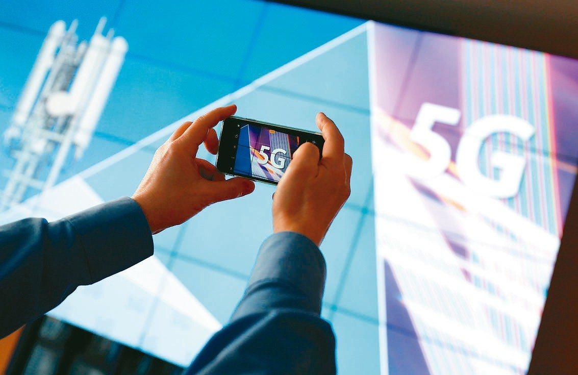 5G手機將會加速類載板滲透率,天風國際證券分析師郭明錤看好蘋果手機PCB供應鏈可...