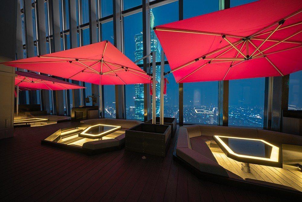 CÉ LA VI Taipei戶外私人包廂設計為嵌入式,猶如身處度假遊艇般的閒適...