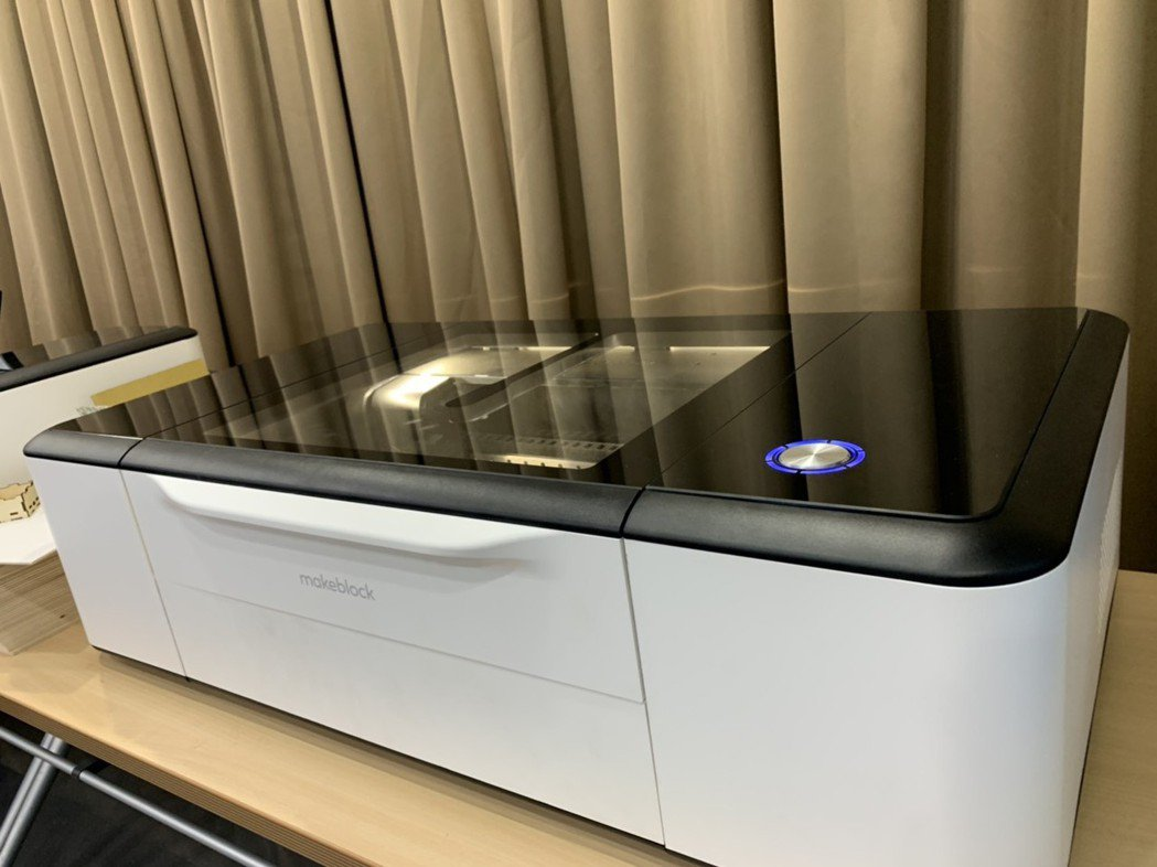 Makeblock童心制物推出新產品LaserBox激光寶盒。 吳佳汾/攝影
