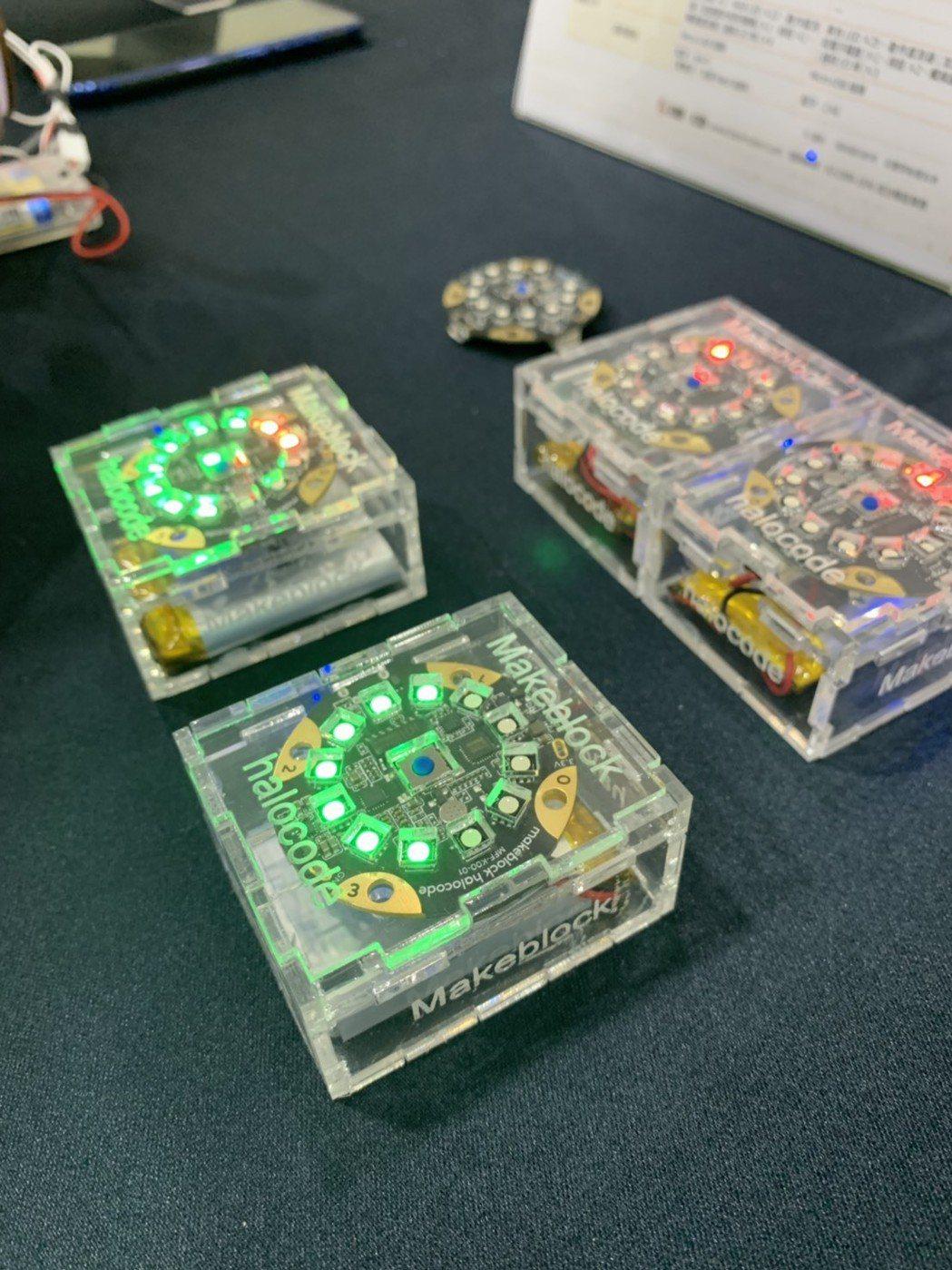 光環板是一塊可無線連網的單板電腦,內置WiFi 模組和麥克風,小巧機身擁有豐富的...