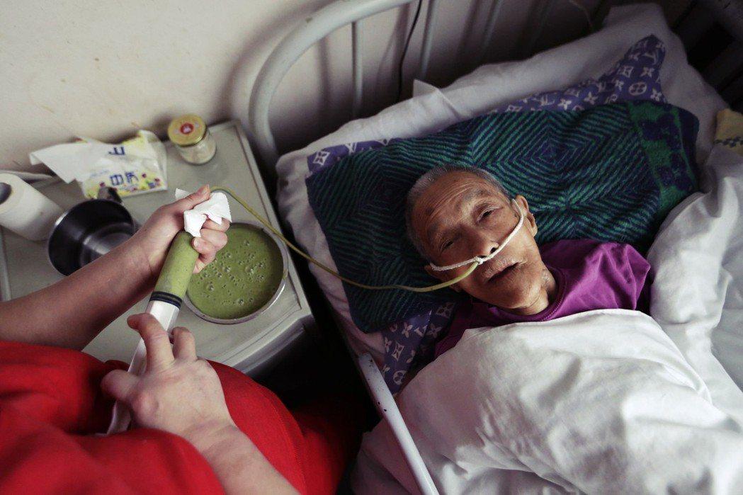 中國養老金保險大致分為兩種:一為「城鎮職工基本養老保險」(BOAI),類似台灣的...