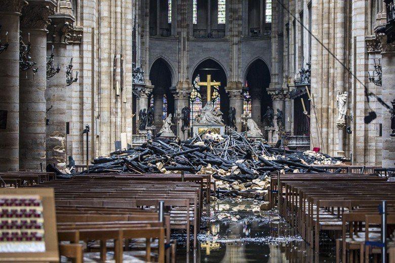 大火後聖母院內部。 圖/美聯社