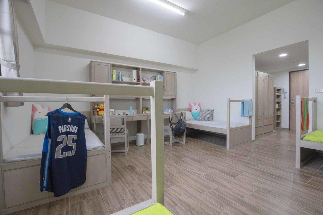嘉藥英傑六舍4人套房空間寬敞舒適。 嘉藥/提供