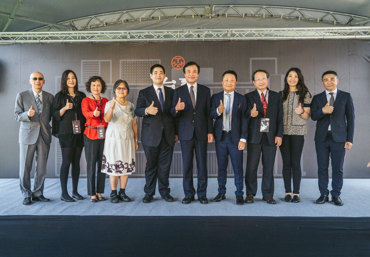 由左到右 1. 台畜-陳建東董事、2、台畜張嵐欣副董事長、3、屏東農業生物技術園...