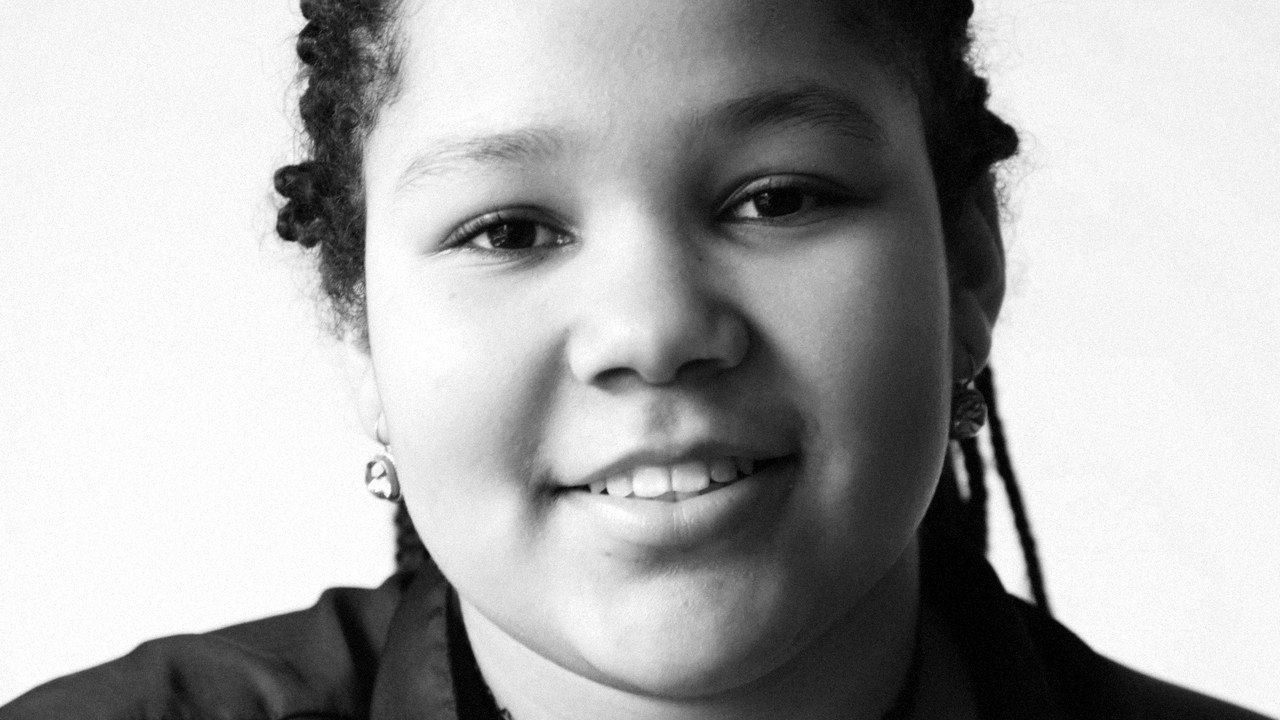 《我是艾瑪,我很好》艾瑪生在跨國婚姻家庭裡,因膚色和居住地的人們不一樣而受歧視。...