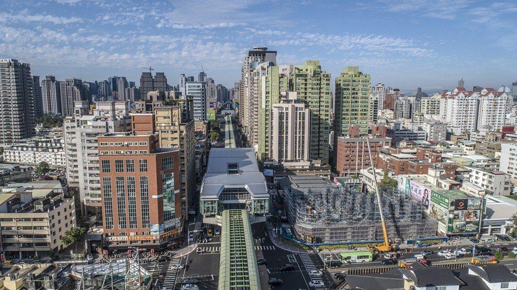 捷運沿線房地產價格連年上漲,捷運站生活圈更是身價燙金,在即將通車的台中捷運綠線1...