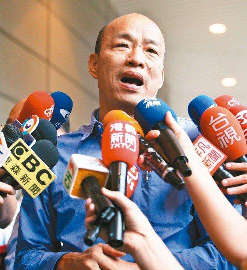 高雄市長韓國瑜(圖)訪美時說台灣沒有軍法,「就像太監穿西裝」。蔡英文總統要求韓國...