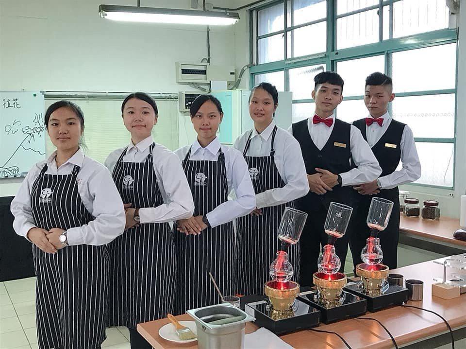 至善高中餐飲科課程紮實,學生學會專業技術有利升學和就業。圖/私立至善高中提供