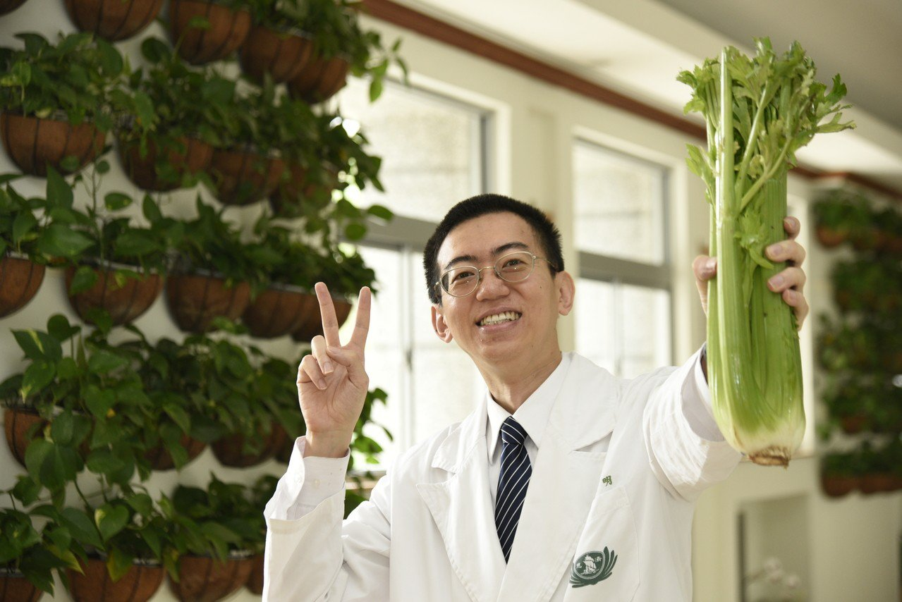 葉昌明醫師分享茹素保健康。圖/大林慈濟醫院提供