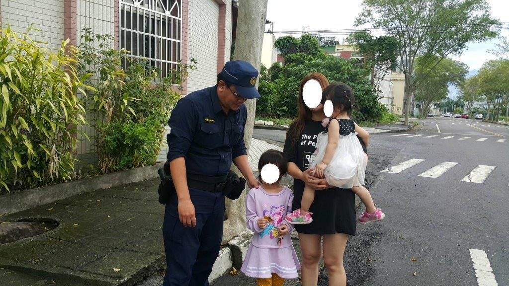 雲林縣斗六市日前有民眾在路邊看到一對小女童在路上行走,身邊沒有大人陪伴,直覺有異...