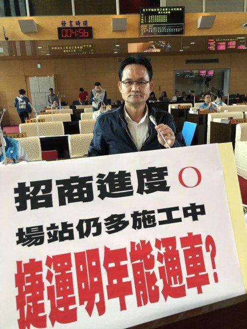 台中市議員張耀中今天質疑捷運綠線能否在2020通車。記者陳秋雲/攝影