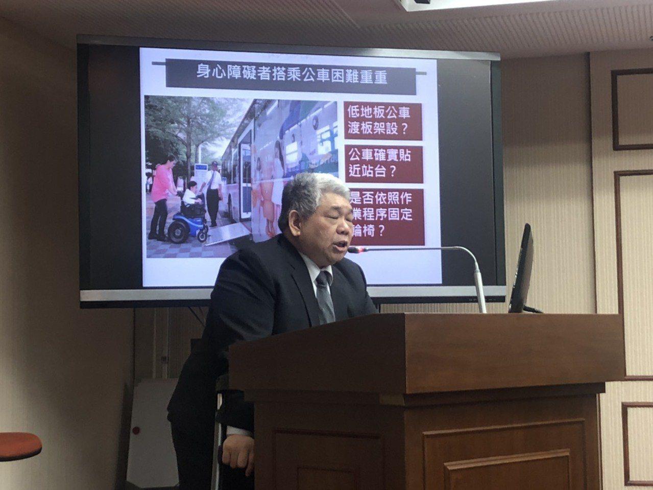 立委王榮璋提案車輛不禮讓視障者加重罰鍰,今初審通過。記者曹悅華/攝影
