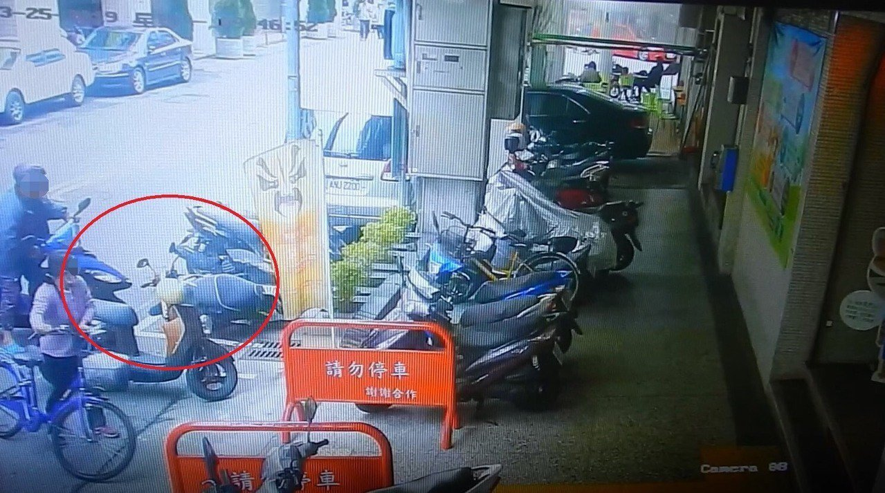 台中市萬姓男子上月底在東區和平街停車時,撞倒李姓男子機車,他見李車沒有損傷,就離...