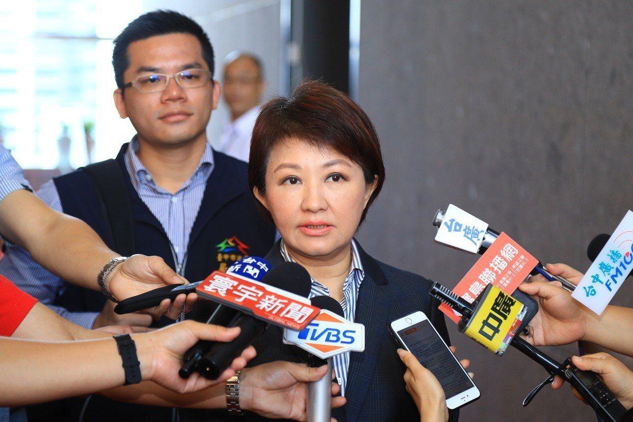 台中市長盧秀燕表示,韓國瑜與郭台銘聲量都很大,旗鼓相當。記者陳秋雲/攝影