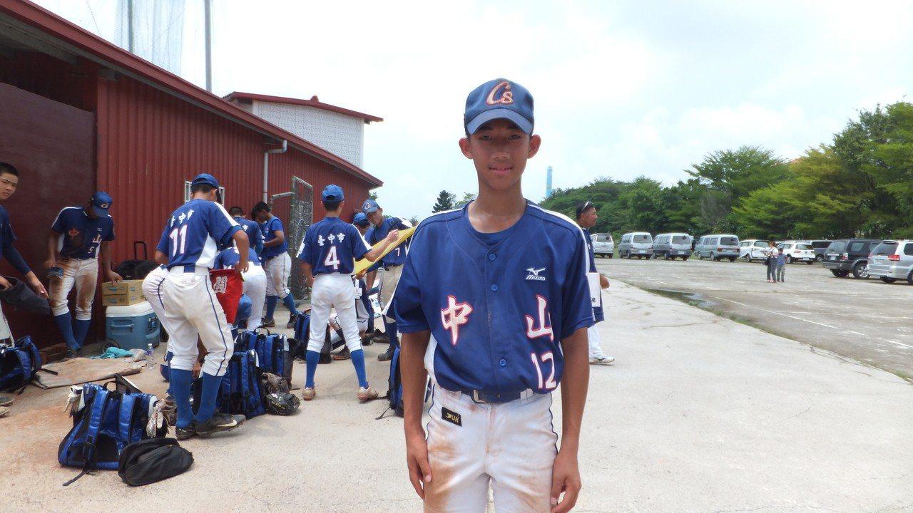 全科諺在謝國城盃青少棒賽開幕戰揮出再見安打,幫助台中市隊獲勝。記者藍宗標/攝影
