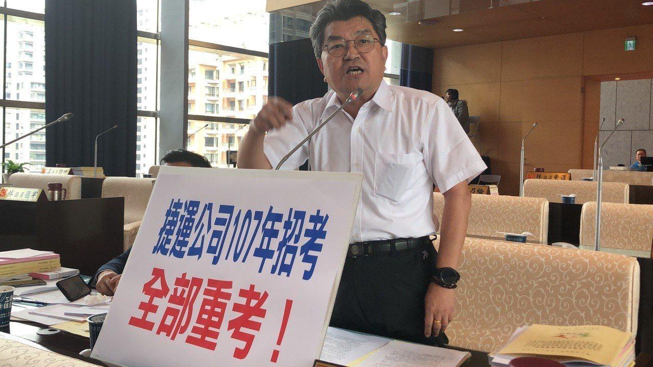 台中市議員李中要求台中捷運107年招考應全部重考。記者陳秋雲/攝影