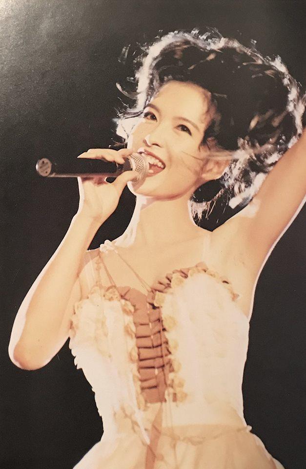 周慧敏1994年在台辦過演唱會,外型神凍齡。圖/摘自臉書