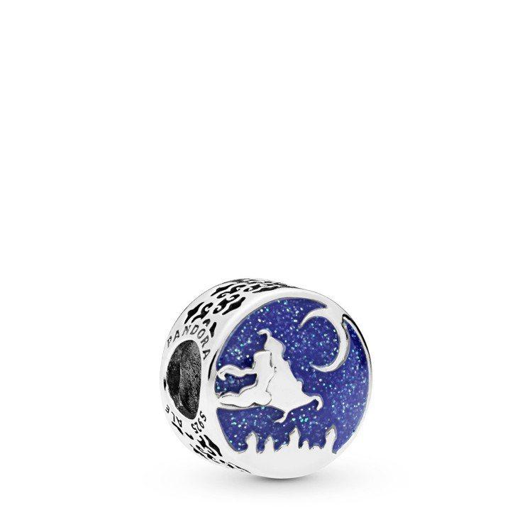 PANDORA魔毯歷險藍色琺瑯串飾、2,080元。圖/PANDORA提供