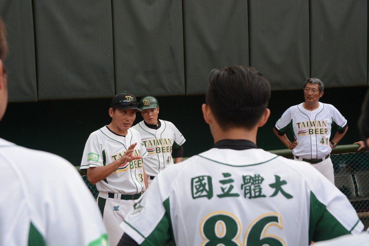 台灣啤酒(國立體大)在全國成棒甲組春季聯賽C組預賽以三勝兩敗排名第四,總教練陳炫...
