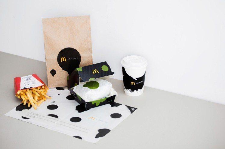 以東方風情的黑白和綠色為主,呼應「雙牛起司黑堡」及以天然蔬菜製成的綠漢堡「莎莎脆...